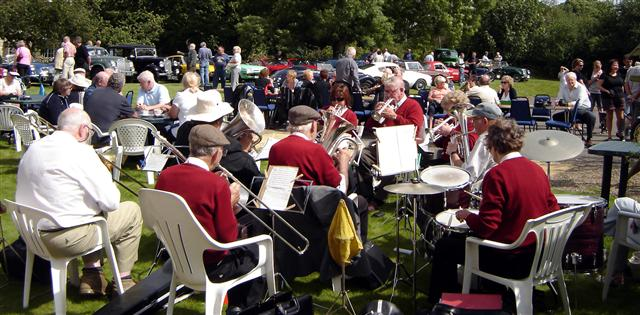 stape band playing at cropton vintage car rally 2009