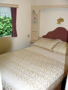 bedroom at whitethorn caravan near cropton