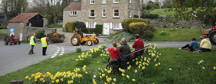 Spectators watching the tractor run at the top of Cropton Bank