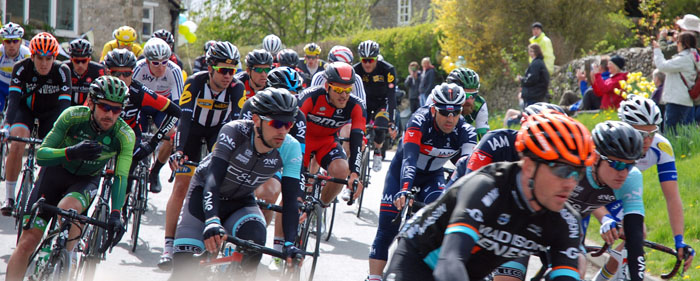 Photo of the Peleton on the Tour de Yorkshire 2015