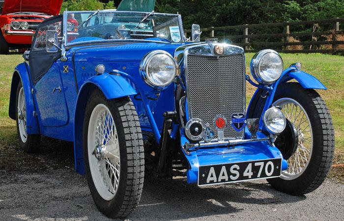 cropton-vintage-motorcycle-rally-2016-blue-car