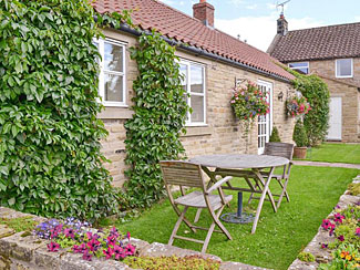 Lawned patio area at Bank Top Cottage Cropton - Holiday accommodation - Sleeps 2